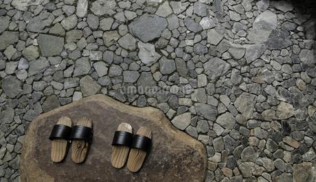 geta on the groundの写真素材 [FYI02345387]