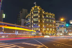 Traffic Light Trail of the City at the nightの写真素材 [FYI02345395]