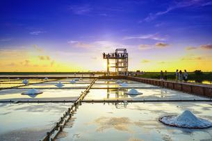 Salt evaporation pondの写真素材 [FYI02345403]
