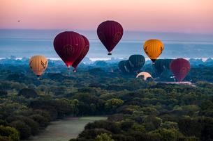 hot air ballonの写真素材 [FYI02345433]