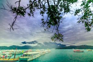 boat lies at portの写真素材 [FYI02345454]