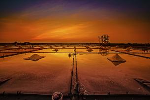 Salt evaporation pondの写真素材 [FYI02345774]