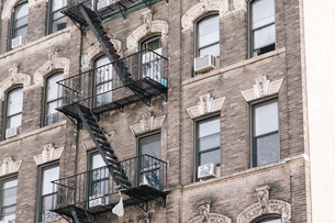 A fire escape of an apartment building in New York cityの写真素材 [FYI02345880]