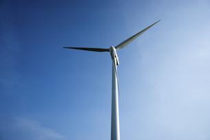 Wind turbine blade in Gaomei Wetlandの写真素材 [FYI02346111]