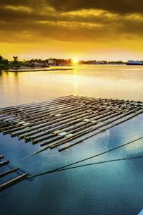 bamboo raft on the seaの写真素材 [FYI02346155]