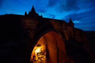 Myanmar Mandalay Pu Gan Templeの写真素材 [FYI02346643]