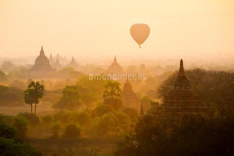 Myanmar Mandalay Pu Gan Templeの写真素材 [FYI02346680]