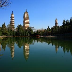 The Chongsheng Temple And The Three Pagoda;Yunnan province;Chinaの写真素材 [FYI02347384]