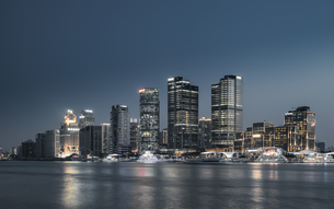 Metropolitan area city skyline; Shanghai; Chinaの写真素材 [FYI02347387]