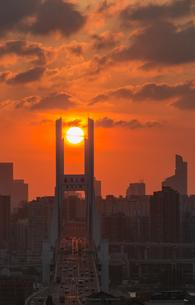Nanpu Bridge at the sunset; Shanghai;Chinaの写真素材 [FYI02347523]