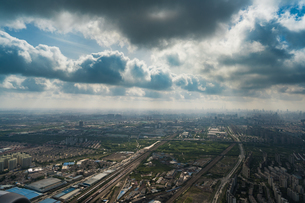 Birds eye view of the city with the cloudy skyの写真素材 [FYI02347554]