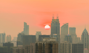 The city at the sunset; Shanghai; Chinaの写真素材 [FYI02347601]