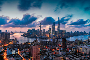 Overlooking the City skyline. Shanghai; Chinaの写真素材 [FYI02347616]