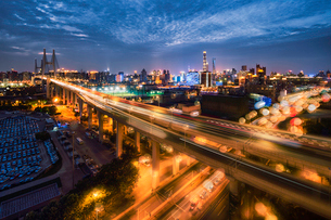 The Traffic trail on the freeway and the City with the magic atmosphereの写真素材 [FYI02347740]