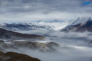 Overlooking of Zimei in the sea of mist; cloud; skyの写真素材 [FYI02347741]