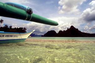 Bangka boat in Snake Island. Bacuit archipelago. Palawan. El Nido. Philippines. El Nido (officiallyのイラスト素材 [FYI02347748]