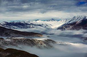 Overlooking of Zimei in the sea of mist; cloud; skyの写真素材 [FYI02347751]