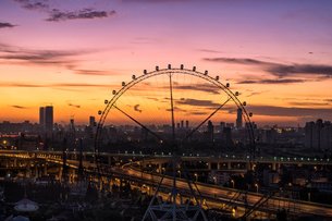 Overlooking of Ferris Wheel in Shanghai; Chinaの写真素材 [FYI02347765]