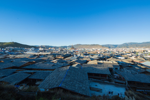 Overlooking of the Ancient Town Dukezong Ancient Town; Shangri-La City; Yunnan; Chinaの写真素材 [FYI02347777]