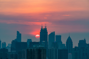 The city at the sunset; Shanghai; Chinaの写真素材 [FYI02347858]