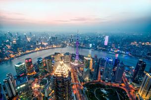 Aerial view of Shanghai China skylineの写真素材 [FYI02347981]