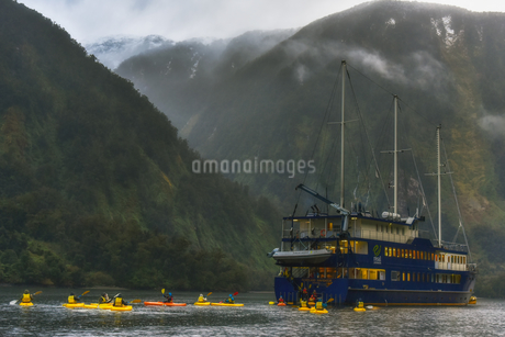 Boat on the river;New Zealandの写真素材 [FYI02348316]