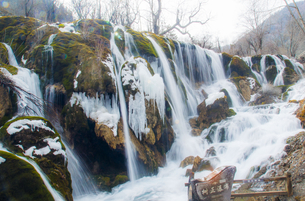 Winter in Jiuzhai,Sichuan,Chinaの写真素材 [FYI02348387]