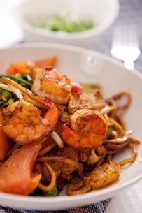 Shrimp fried noodlesの写真素材 [FYI02348439]