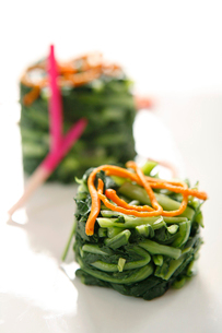 Spinach saladの写真素材 [FYI02348535]