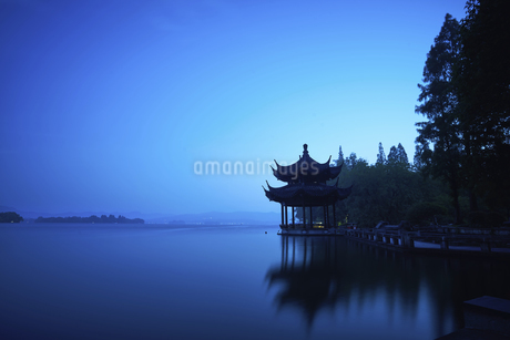 Quiet West Lakeの写真素材 [FYI02348612]