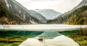 Winter in Jiuzhai,Sichuan,Chinaの写真素材 [FYI02348685]