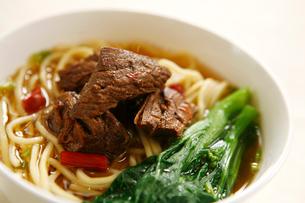 Spicy beef noodlesの写真素材 [FYI02348687]