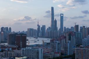 Shanghai city skylineの写真素材 [FYI02348710]
