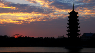 Guilin Sun Moon tower,Chinaの写真素材 [FYI02348721]