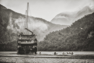 Boat on the river;New Zealandの写真素材 [FYI02349353]