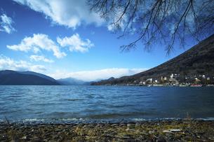 Overlooking the mountainsの写真素材 [FYI02349429]