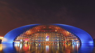 Nightscape of National Grand Theatre,Beijing,Chinaの写真素材 [FYI02349740]