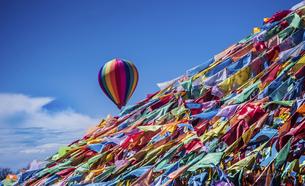 Flying lollipopの写真素材 [FYI02349756]