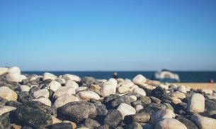 Stones on the seashoreの写真素材 [FYI02349800]