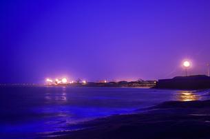 Night coastの写真素材 [FYI02349915]