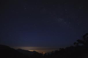 Qilai Main North Mountaineering, Starry skyの写真素材 [FYI02350108]