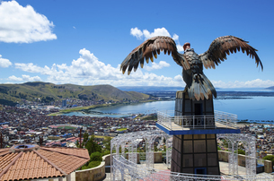 Eagle statue on the hill in Puno,Peru,Cuscoの写真素材 [FYI02350210]