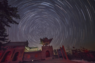 Milky way of Wujin Mountain, Shanxi, Chinaの写真素材 [FYI02350250]