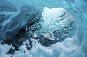Ice cave in Vatnaj,Icelandの写真素材 [FYI02350287]