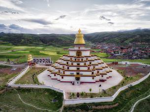Pagoda in Ganzi town,Chinaの写真素材 [FYI02350452]