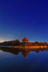 Night at the Forbidden City Corner,Beijing, Chinaの写真素材 [FYI02350497]