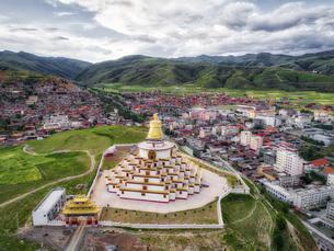 Pagoda in Ganzi town,Chinaの写真素材 [FYI02350782]