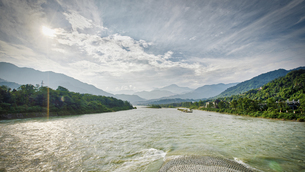 Ancient Dujiangyan irrigation system in Dujiangyan City, Sichuan province of China.の写真素材 [FYI02350916]