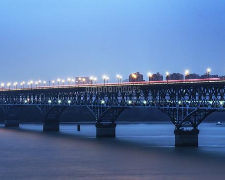 Nanjing Yangtze River Bridge,Nanjing, Jiangsu, Chinaの写真素材 [FYI02351131]