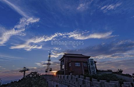 Clouds on the Great Wall,Huaxi Village, Jiangyin City, Jiangsu Province, Chinaの写真素材 [FYI02351304]